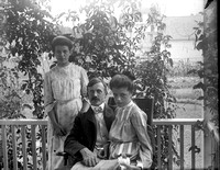 John E. Adams with daughters Lora and Helen, c. 1901